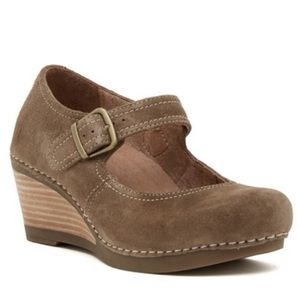 NWOT Dansko Sandra Suede Mary Jane wedges